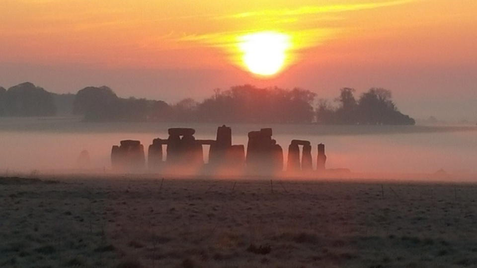 http://blog.lege.net/content/Sunrise_at_Stonehenge.jpg